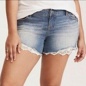 Plus Sz 26 Lace Distressed Shorts